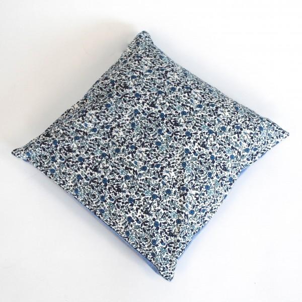 "Kissenhülle ""Alva"" mit hellblauer Rückseite, blau/weiß, L 40 cm, B 40 cm"