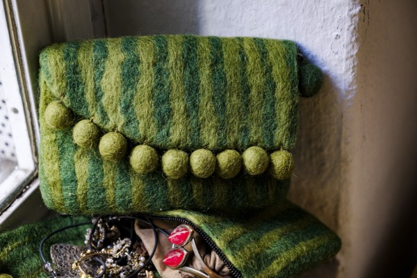 Filz-Tasche mit Klappe, oliv, T 10 cm, B 16 cm