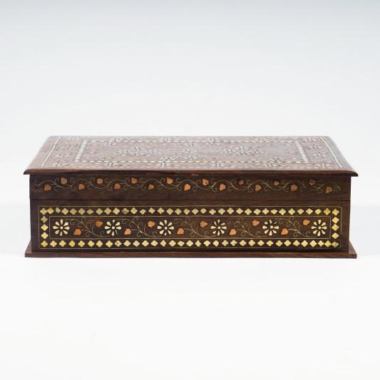 Holzschatulle mit Messingintarsien, braun, L 25 cm, B 38 cm, H 10 cm