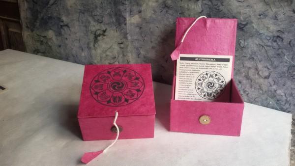 Lokta Box Glückssymbole, rotbraun, schwarz, T 11 cm, B 11 cm, H 5,5 cm