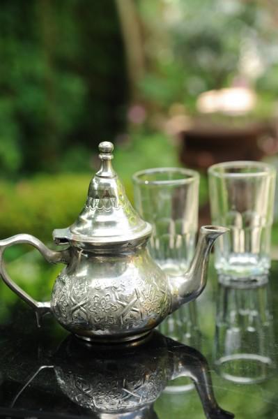 Alte Teekanne ohne Füße (klein), silber, H 13 cm