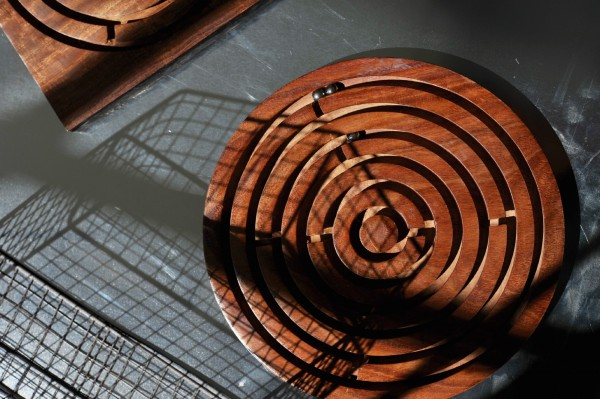 Gedulds-Spiel aus Palisanderholz, braun, Ø 5,5 cm, H 1 cm