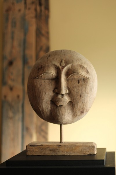 Buddha-Gesicht auf Ständer, natur, T 14 cm, B 24 cm, H 40 cm