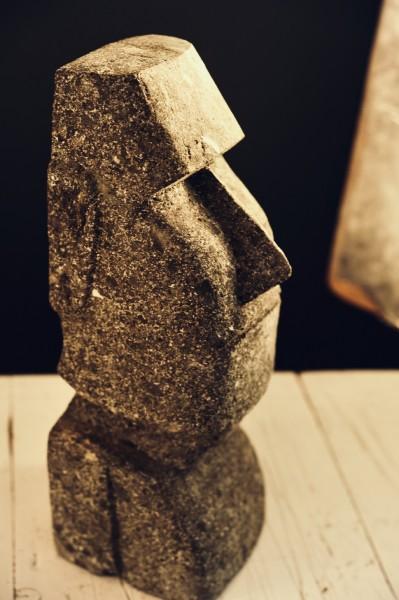 Osterinselkopf, Naturstein, grau, L 10 cm, B 10 cm, H 31 cm