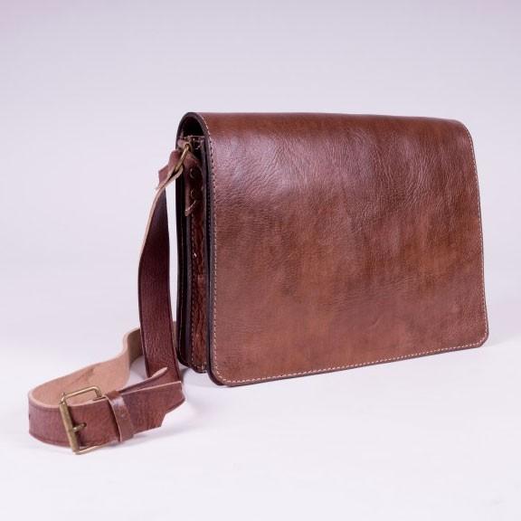 Handgenähte Messengertasche aus Leder, B 34 cm, H 26 cm