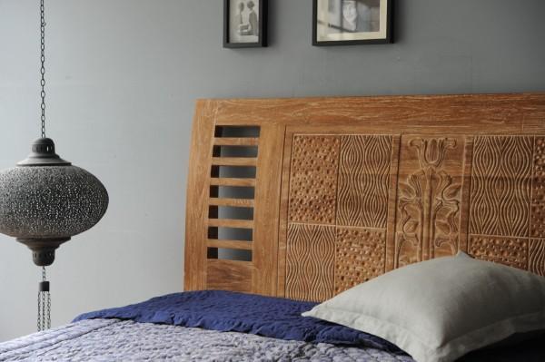 Bett aus massivem Teak, natur-gekälkt, T 200 cm, B 160 cm, H 110 cm