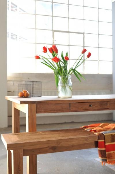 Holzbank aus recyceltem Teak, natur, T 140 cm, B 35 cm, H 47 cm