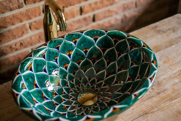 Keramikwaschbecken 'Pfau', grün, T 45 cm, B 37 cm, H 17 cm