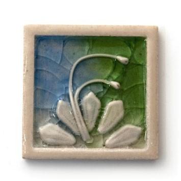 Relieffliese 'Flowers' mit handmodellierten Applikationen, weiß/blau/grün, L 10 cm, B