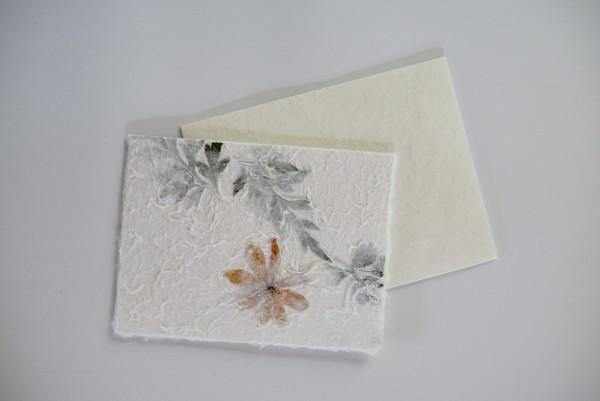 Grußkarte 'gelbe Blüte', weiß, T 16 cm, B 12 cm