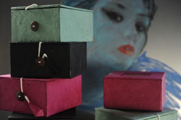 Lokta Box 'Om', schwarz, T 11 cm, B 11 cm, H 5,5 cm