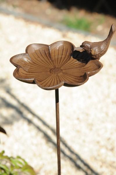 Vogeltränke mit Steckeisen, aus Gusseisen, B 17 cm, H 90 cm