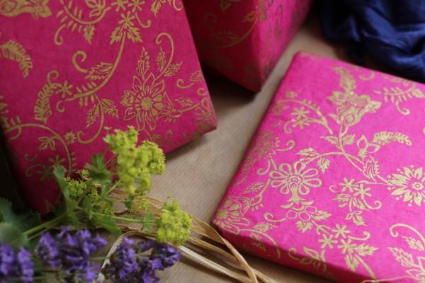 Geschenkpapier Goldranke, fuchsia, T 70 cm, B 50 cm