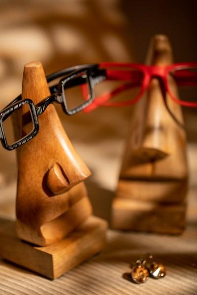 Brillenhalter 'Nose', hellbraun, T 6 cm, B 6 cm, H 17 cm