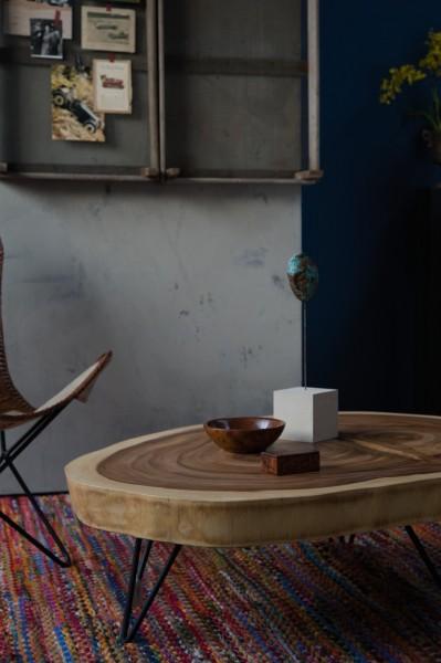Couchtisch, massive Tischplatte, natur, schwarz, Ø ca. 100 cm, H 37 cm