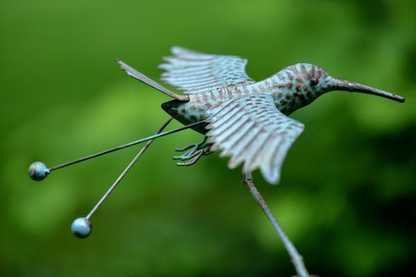 Balance-Akt 'Kolibri Klaus', rostbraun, L 38 cm, B 46 cm, H 115 cm