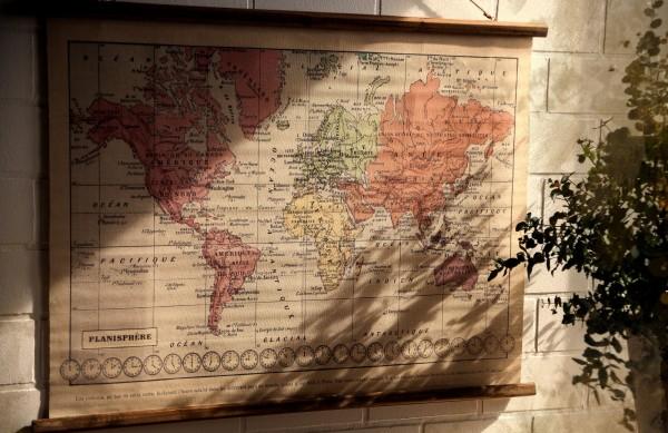 Rollbild auf Leinwand 'World', multicolor, T 2 cm, B 100 cm, H 75 cm