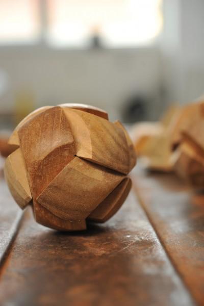 Puzzle 'Ball' aus Holz, braun, Ø 7 cm