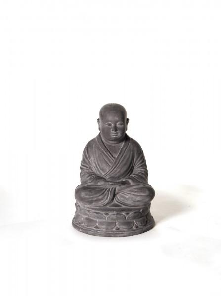 sitzender Mönch, grau, H 45 cm