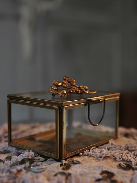 Glasbox, antik, T 10 cm, B 7,5 cm, H 5 cm