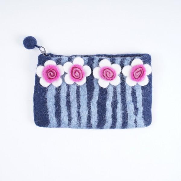 "Handgefilzte Geldbörse ""Blume"", blau, B 17 cm, H 10 cm"