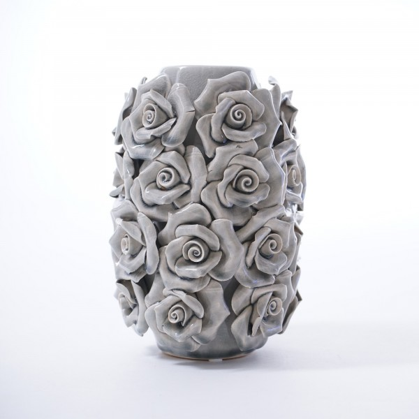 Vase 'Rosa Violaceus', mit handmodellierten Blüten, grau, Ø 12 cm, H 17 cm
