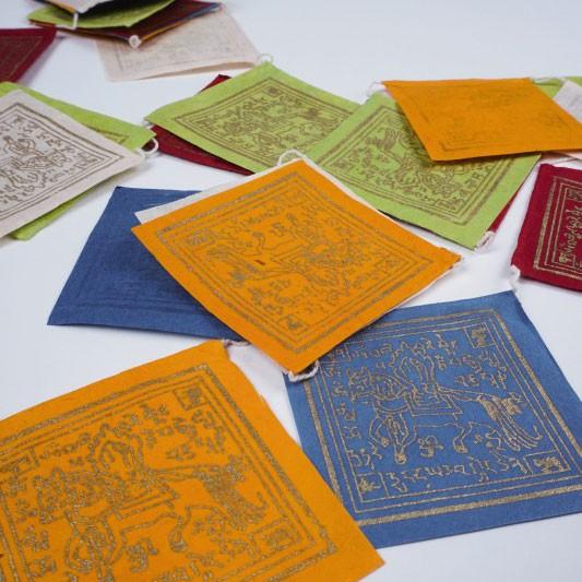 """Tibetische Gebetsfahne """"Mantra Om mani padme hum"""", handgefertigt in Nepal"""