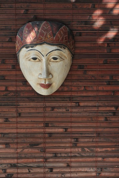 Maske, aus Albesiaholz, B 17 cm, H 20 cm