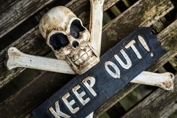 Schild 'Keep Out', braun, schwarz, weiß, T 9 cm, B 27 cm, H 28 cm