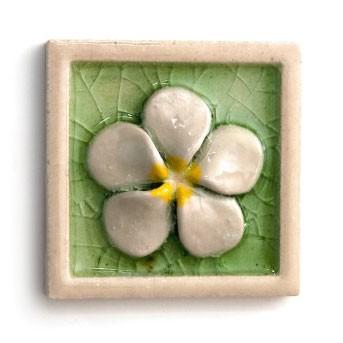 """Relieffliese """"Flower"""" mit handmodellierten Applikationen, grün/weiß, L 10 cm, B 10 cm"""