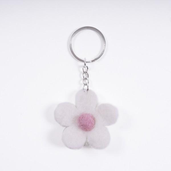 """Schlüsselanhänger """"Blütenblatt"""", aus 100% Schafswolle, weiß"""