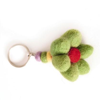 """Schlüsselanhänger """"Blume"""" aus Nepal, handgefilzt, aus 100% Schafswolle"""