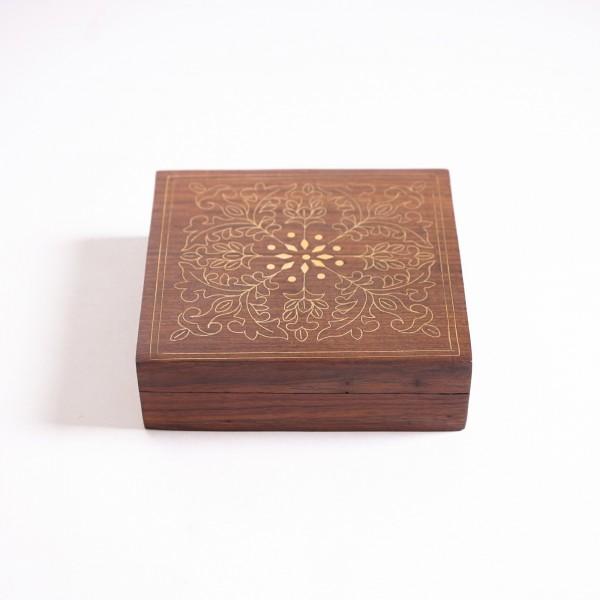 Holztruhe mit Schnitzerei, braun, L 13 cm, B 13 cm, H 4 cm