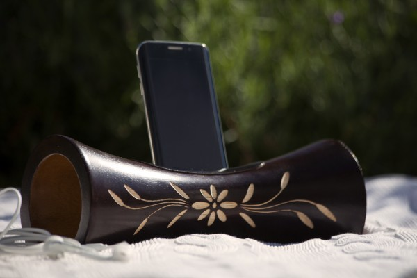 Smartphone-Verstärker, dunkelbraun, Blume, T 10 cm, B 25 cm, H 10 cm
