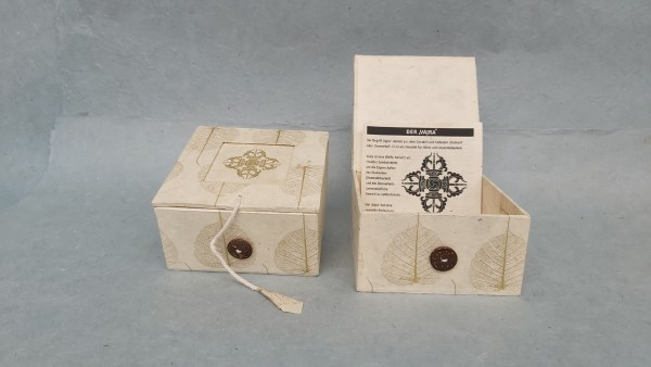 Lokta Box Peepal Vajra, altweiß, T 11 cm, B 11 cm, H 5,5 cm