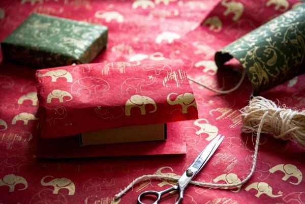 Geschenkpapier Elefanten, rot, gold, T 76 cm, B 51 cm