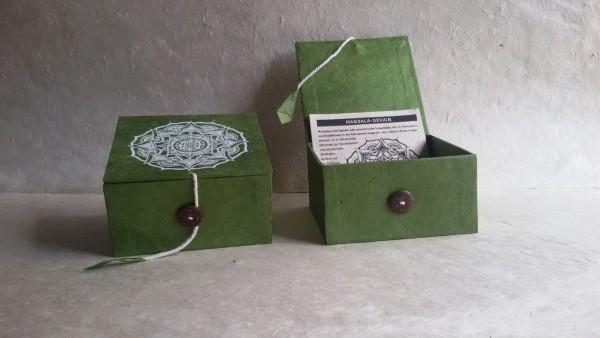 Lokta Box Mandala, oliv, weiß, T 11 cm, B 11 cm, H 5,5 cm