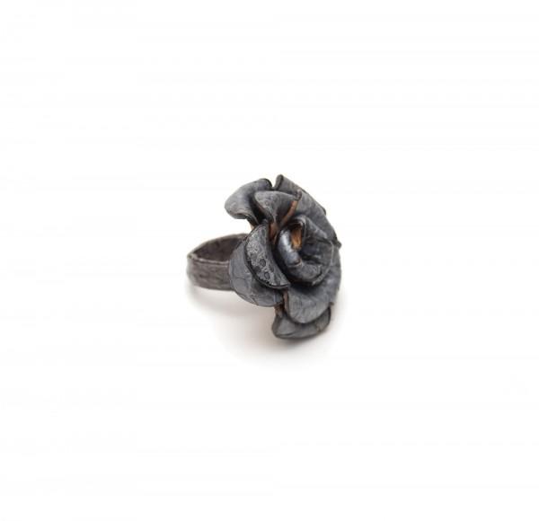 Ring Rose, grau, T 4 cm, B 4 cm, H 2 cm