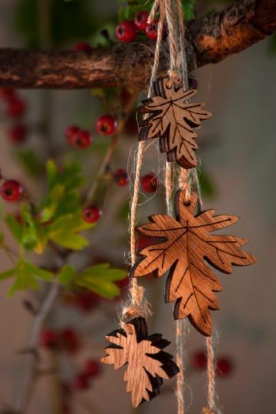 Holzanhänger Blätter, natur, T 3,5 cm, B 4,8 cm, H 0,7 cm