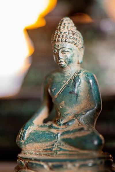 Buddha sitzend, grün, T 4 cm, B 3 cm, H 6 cm