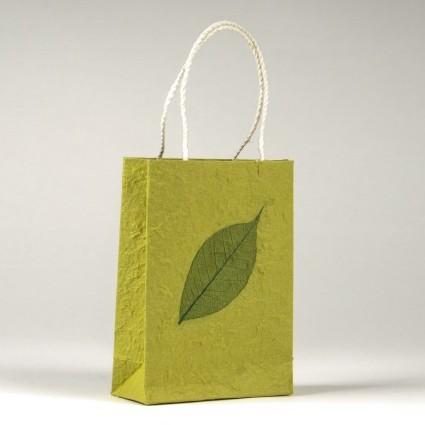 Tasche aus handgeschöpftem Papier, grün, B 11 cm, H 16 cm