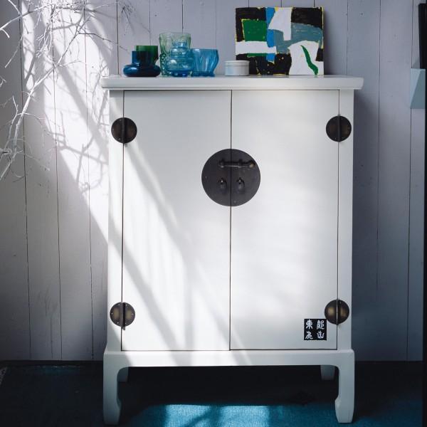 Schrank mit zwei Türen, weiß, H 110 cm, B 80 cm, T 45 cm