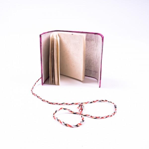 Notizbuch aus handgeschöpftem Papier, lila, B 8 cm, H 8 cm