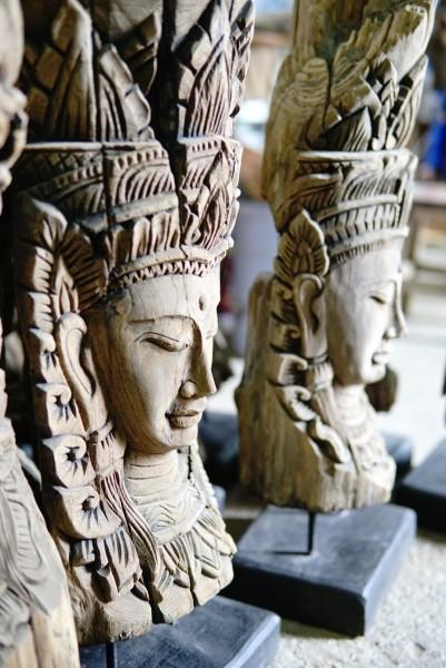 Holzschnitzerei 'Apsara', natur, T 20 cm, B 25,5 cm, H 94 cm