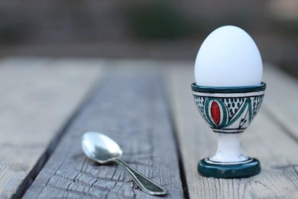 Keramik-Eierbecher, grün, weiß, Ø 5 cm, H 7 cm