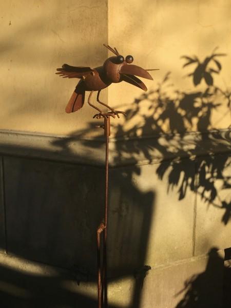 Balance-Akt 'Krähe Kevin', rostbraun, L 20 cm, B 24 cm, H 133 cm