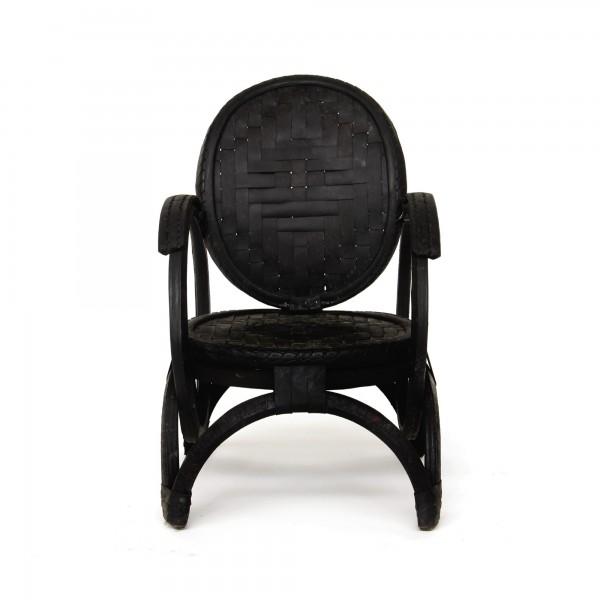 Sessel aus Autoreifen, schwarz, T 58 cm, B 52 cm, H 93 cm