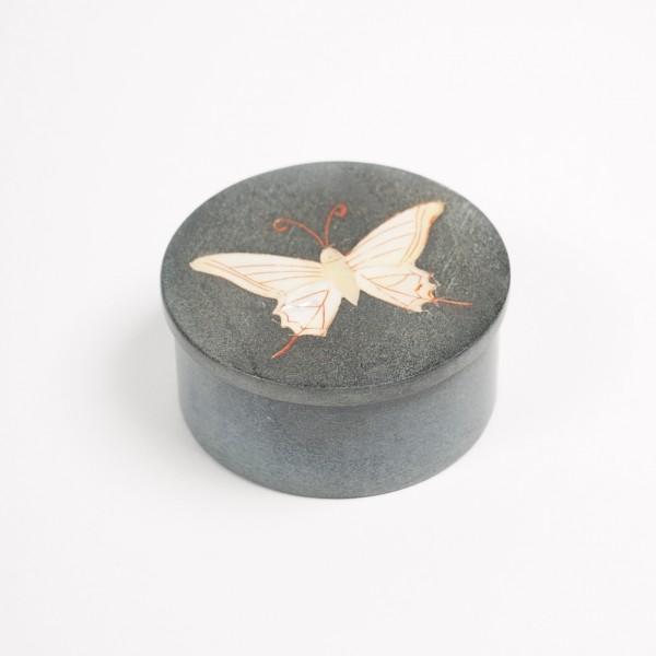 """Dose """"Schmetterling"""", aus Naturstein, schwarz, Ø 6 cm, H 3 cm"""