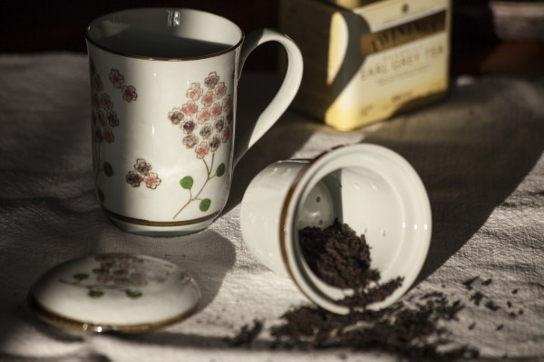Tee Tasse 'Blossom' mit Teesieb, weiß/braun, H 13,5 cm, Ø 8,5 cm