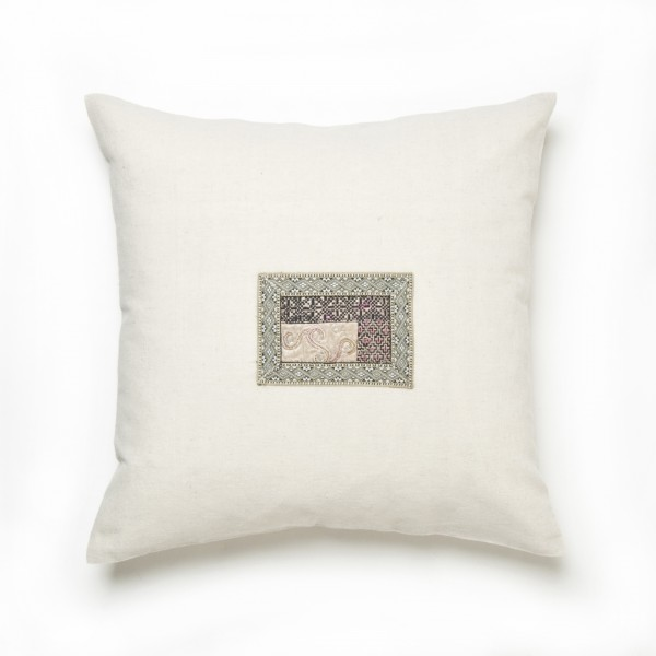 Kissenhülle aus Hanf (Applikation Seide alt), hellgrau, T 45 cm, B 45 cm